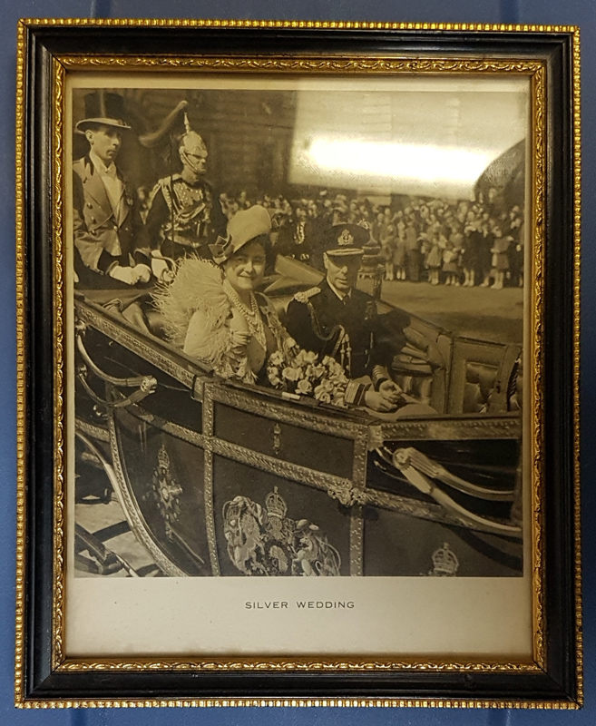 """George VI & Queen Mum signed 6x7.5"""" framed 1949 photo Lot 1"""