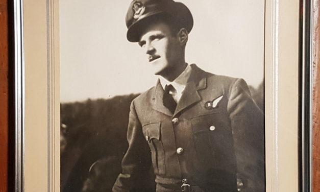 1939/1945 named R.C.A.F. Silver Memorial Cross, plaque, photo