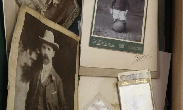 Postcards & Photos 1905/1965 incl U.K. in original album (325)